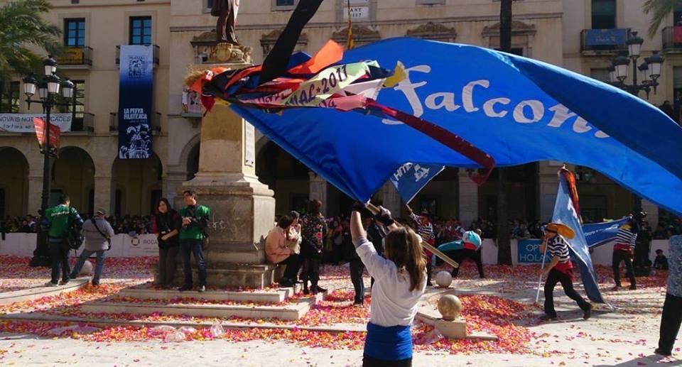 Adhesió al comunicat de La Unió Vilanova en relació amb l'acte d'entrega de les llaçades de la comparsa